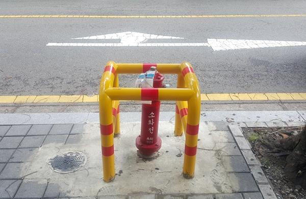 경기도 성남시 분당구 한 상가건물 앞에 설치된 소화전
