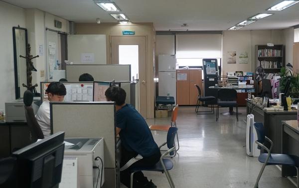 전국 57개 보호관찰소에서 문자, 전화, 대면접촉 등 다양한 방법으로 음주운전 보호관찰 대상자들을 관리한다. 사진은 서울남부보호관찰소에서 대면접촉을 하는 모습이다.