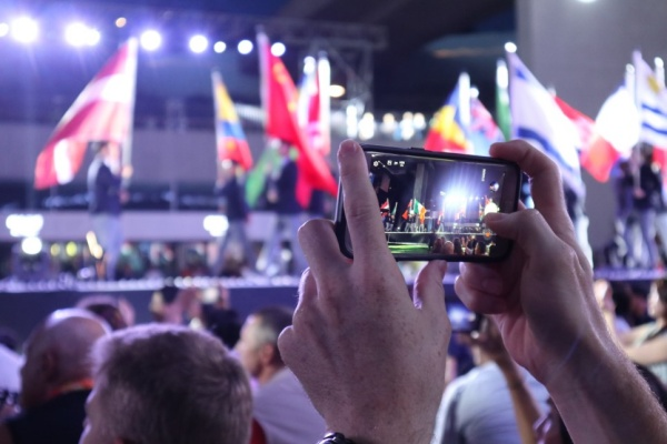 마스터즈대회 폐회식을 즐기는 외국인들