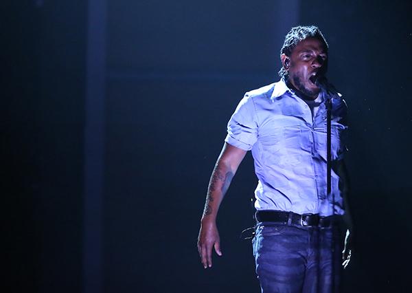 켄드릭 라마(Kendrick Lamar)가 2016년 제58회 그래미 시상식에서 공연하고 있다. (사진=저작권자(c) 연합뉴스/Matt Sayles/Invision/AP, 무단 전재-재배포 금지)