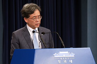 """청와대 """"한미 NSC '지소미아' 긴밀 협의… 더욱 굳건한 한미동맹 노력"""""""