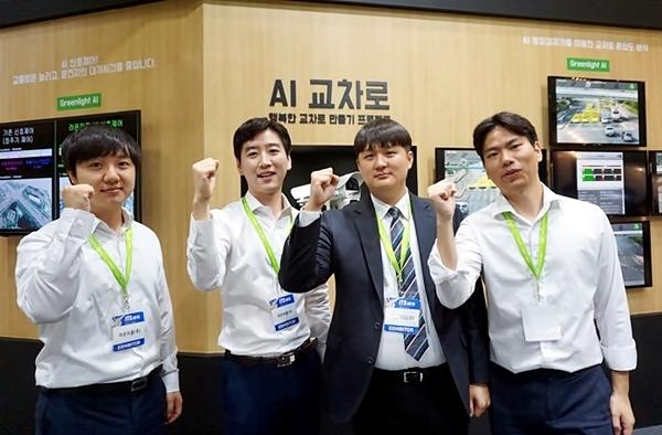 (주)라온피플 담당자들이 모여 중소 벤처 기업 기술혁신을 응원합니다!