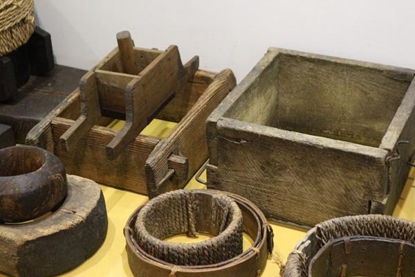 전통술박물관 산사원에 전시된 전시품들, 전통 방식의 술을 빚는 도구 등을 관람할 수 있었다.