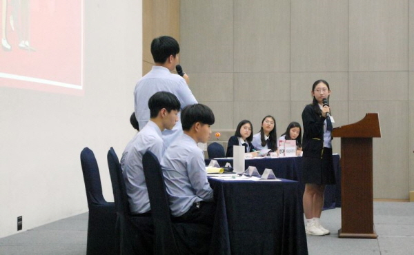 찬성 동의중과 반대 서울삼육중의 치열한 토론이 있었다.