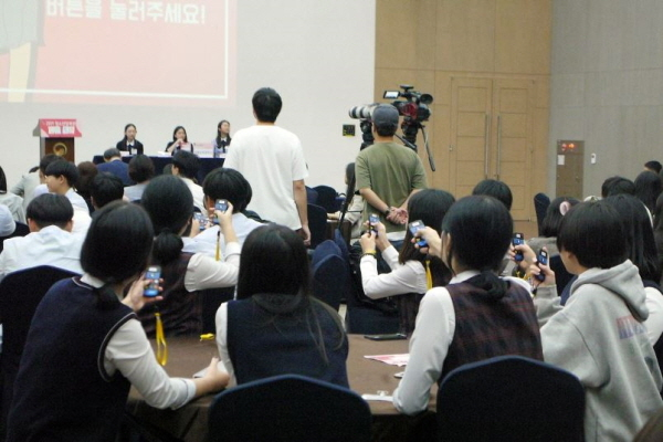 토론이 모두 끝나고 학생들의 투표가 이어졌다.