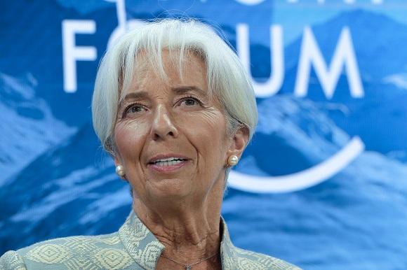 차기 유럽중앙은행(ECB) 총재로 내정된 크리스틴 라가르드 국제통화기금(IMF) 총재는 4일 벨기에 브뤼셀에서 열린 유럽의회 경제통화위원회 인사청문회에서 독일과 네덜란드 등 유럽 경제 강국의 재정 확대를 촉구했다. 사진은 지난 1월 스위스 다보스에서 열린 세계경제포럼 연례회의에 참석한 크리스틴 라가르드 총재. (사진=저작권자(c) AP Photo/연합뉴스, 무단 전재-재배포 금지)