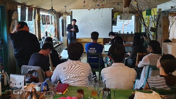지난 8월 22일에 열린 삶기술학교 3차 청년워크숍 '청년들의 자립공동체'는 전충훈 공동체디자인연구소장의 강의로 진행되었다. (사진=삶기술학교 누리집)