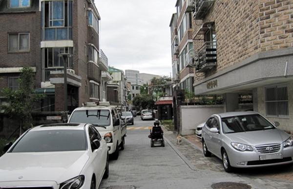 다세대주택이 밀집한 곳의 주차문제는 아주 심각하다.