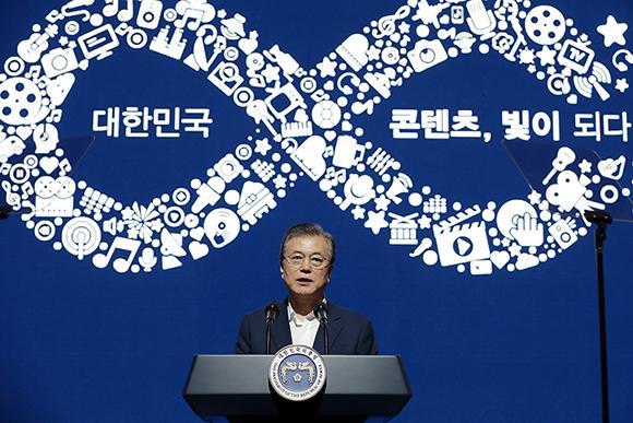 문재인 대통령이 17일 오후 서울 동대문구 콘텐츠인재캠퍼스에서 열린 콘텐츠산업 3대 혁신전략 발표회에서 비전 발표를 하고 있다. (사진=청와대)