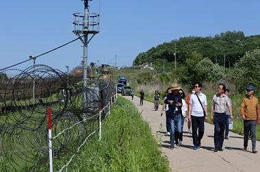 'DMZ 평화의 길' 파주·철원 구간 운영 잠정 중단