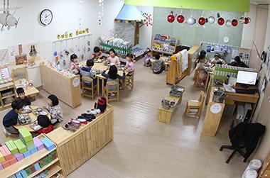 내년 3월부터 어린이집 연장보육…전담교사 배치
