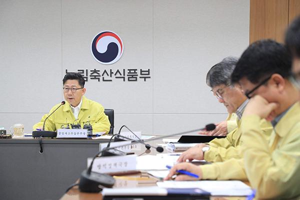 김현수 농림축산식품부 장관이 27일 정부세종청사에서 열린 방역상황 점검회의에서 발언하고 있다.
