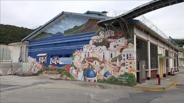 교도소 내부 곳곳에서 만나게 된 벽화