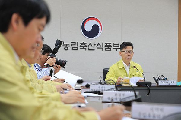 김현수 농림축산식품부 장관이 30일 정부세종청사에서 열린 아프리카돼지열병(ASF) 대응상황 점검회의에서 발언하고 있다.
