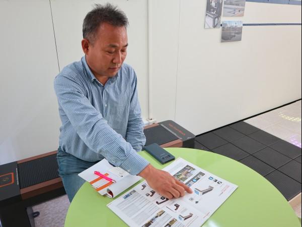 태양광 발전 블록을 설명하는 김상원 대표