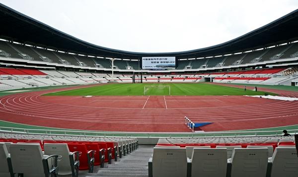 지난 여름, 새 단장한 올림픽주경기장을 시민프로그램을 신청해 처음 밟았다.