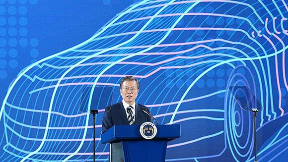 문재인 대통령이 15일 오후 경기도 화성시 현대자동차 남양연구소에서 열린 미래차산업 국가비전 선포식에서 연설하고 있다. (사진=청와대)