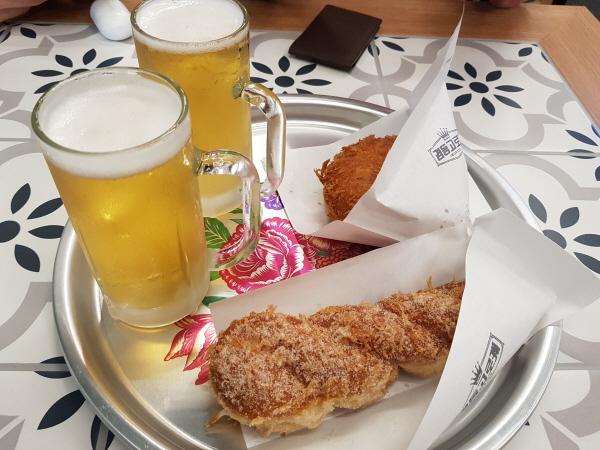 꽈배기와 고로케, 맥주.