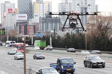 드론택배 2025년 상용화…'드론 선제적 규제혁파 로드맵' 마련