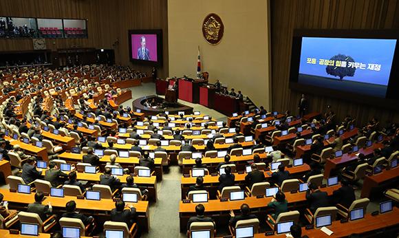 문재인 대통령이 22일 오전 국회에서 내년도 예산안에 대한 시정연설을 하고 있다. (사진=저작권자(c) 연합뉴스, 무단 전재-재배포 금지)