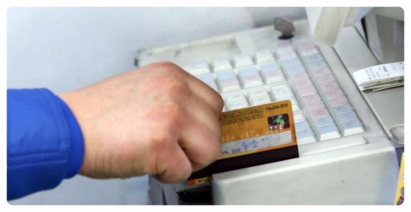 신용카드 사용액은 600조를 넘겼습니다.