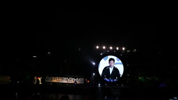 제주 산지천에서 열린 문화의 달 행사에서 박양우 문화체육부장관이 축사를 하고 있다.