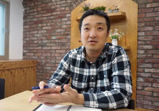 부산세관 차정환 행정관이 드론을 활용한 부산세관의 감시업무에대해 설명하고 있다.