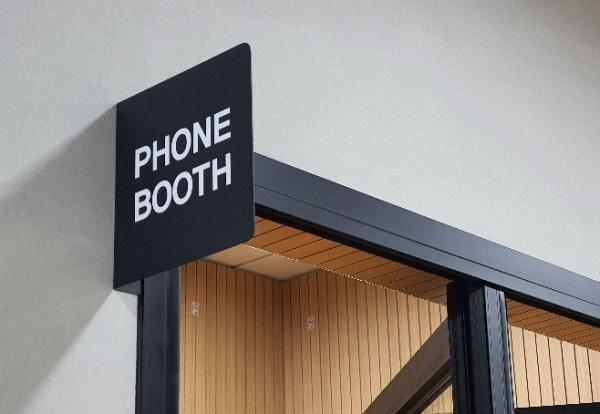 공용공간의 불편함을 최소화하기 위해 전화 시 사용할 수 있는 부스도 별도로 마련돼 있다.