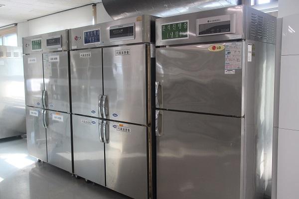 ▲서울세관 분석실 화학실험실에 놓인 냉장고들
