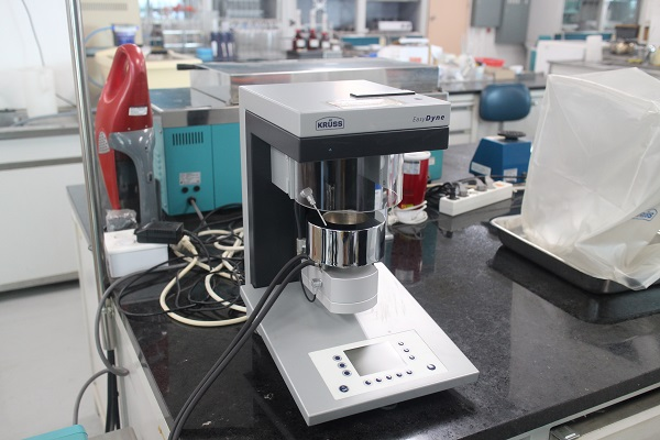 ▲서울세관 분석실 화학실험실에는 다양한 기구들이 가득했다.
