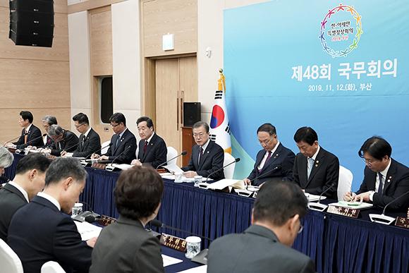 """문 대통령 """"한-아세안 특별정상회의, 상생협력 획기적 강화 계기"""""""