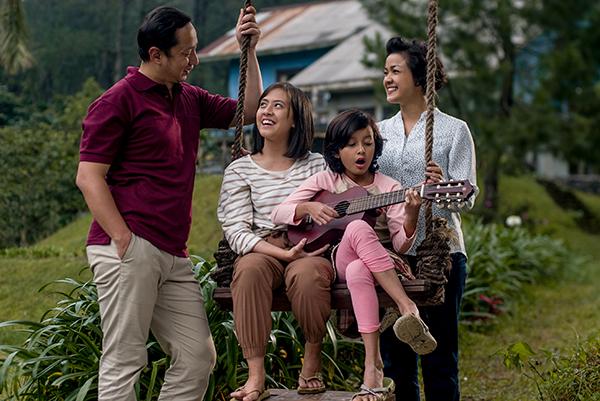 1990년대 방영된 인기 TV드라마를 리메이크한 인도네시아의 <쩌마라 가족 이야기>는 인도네시아의 가족관을 잘 보여주는 영화로 평가받았다. (사진=아세안문화원 제공)