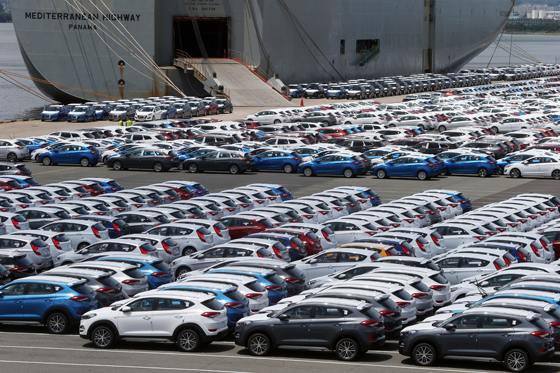 현대차 울산공장 선적부두에서 차들이 수출을 기다리고 있다. (사진=저작권자(c) 연합뉴스, 무단 전재-재배포 금지)