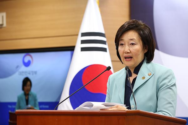 박영선 중소벤처기업부 장관이 12일 정부세종청사 브리핑룸에서 '제2차 규제자유특구 지정' 브리핑을 하고 있다