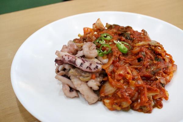 요리조리킹의 해물 토마토 볶음, 덮밥 형태로 제공이 가능하다