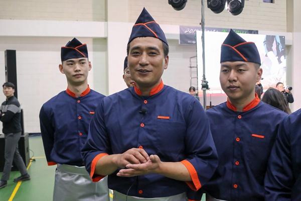 국방부 장관상을 수상한 식구 팀의 박진봉 중사