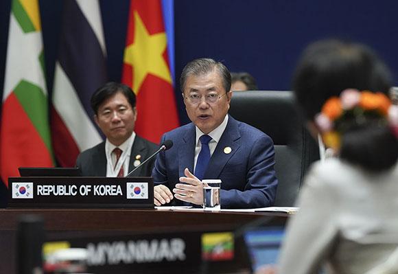 문재인 대통령이 27일 오전 부산 누리마루에서 열린 제1차 한-메콩 정상회의에서 발언하고 있다. (사진=청와대)