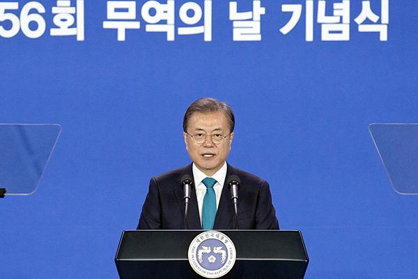 문재인 대통령이 5일 서울 삼성동 코엑스에서 열린 '무역의 날' 기념식에서 축사를 하고 있다. (사진=청와대)