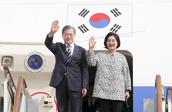 문 대통령, '한중일 정상회의' 참석차 23일 중국 방문