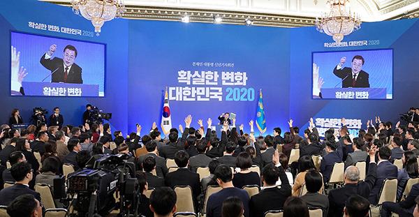 문재인 대통령이 14일 오전 청와대 영빈관에서 열린 2020 신년 기자회견에서 질문을 받고 있다. (사진=청와대)