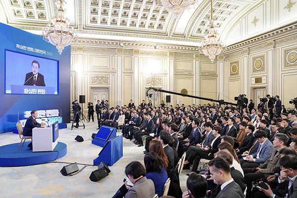 문재인 대통령이 14일 오전 청와대 영빈관에서 2020 신년 기자회견을 하고 있다. (사진=청와대)