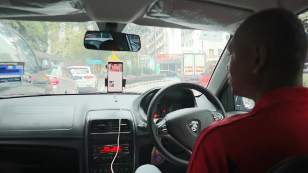 말레이시아 택시를 탔는데 문화의 한류 덕분에 소녀시대의 노래를 들을 수 있었다.