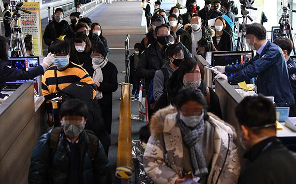 국토부, 항공·철도 승무원 등에 마스크 착용 지시