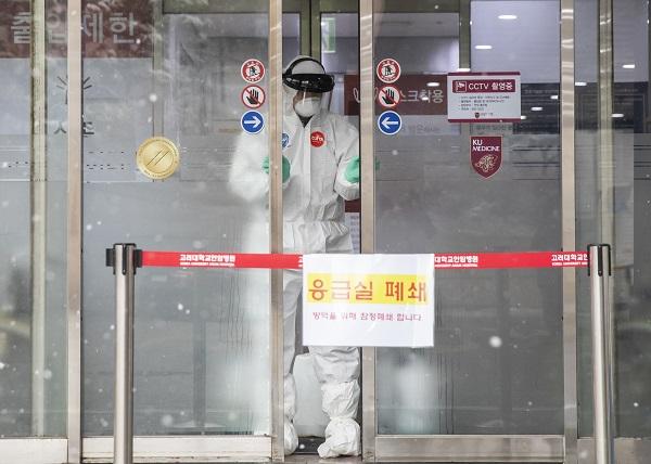 """정부 """"코로나19 지역사회·의료기관 감염사례 차단에 집중"""""""