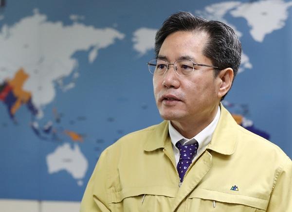 [인터뷰] 우한 교민 이송 현장 지휘 이상진 외교부 재외동포영사실장