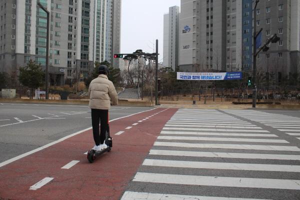 규제샌드박스로 현재 동탄역에서는 자전거도로에서 이용할 수 있습니다.