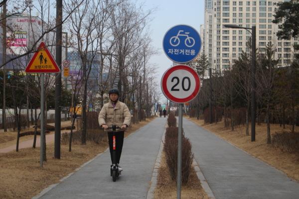 자전거도로에서의 주행 모습.