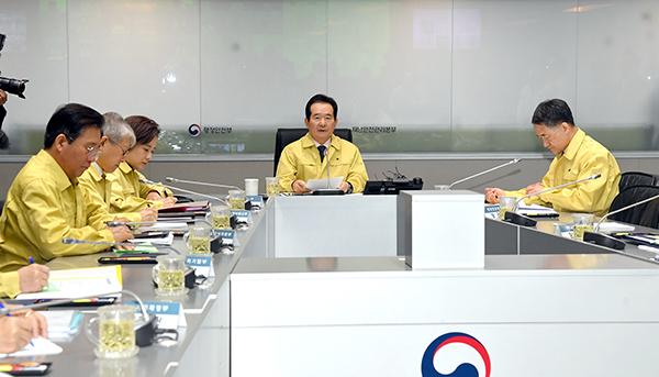 정세균 국무총리가 21일 정부서울청사에서 열린 코로나19 대응 확대 중수본 회의에서 발언하고 있다.