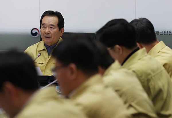 """정 총리 """"코로나19 대응은 속도전…즉각 차단이 절체절명 과제"""""""