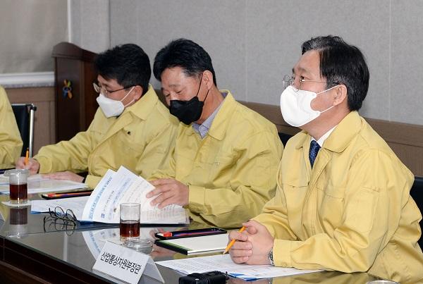 성윤모 산업통상자원부 장관이 26일 오후 대구경북지역본부를 방문해 화상회의를 주재하고 있다. (사진=산업통상자원부)